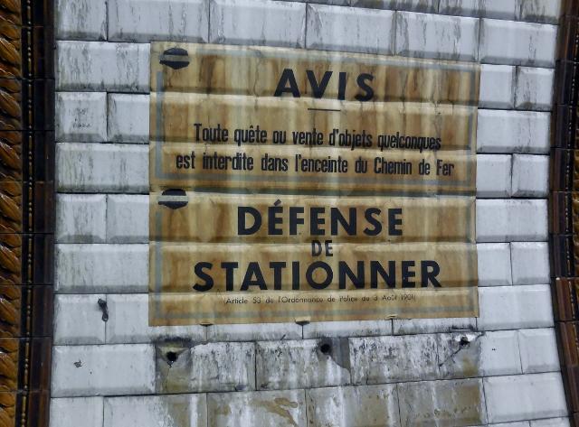 Affiches 1950 dans le métro Station Trinité d'Estiennes d'Orves (1)