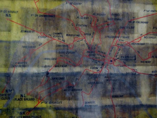 Affiches 1950 dans le métro Station Trinité d'Estiennes d'Orves (5)
