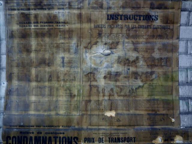 Affiches 1950 dans le métro Station Trinité d'Estiennes d'Orves (7)