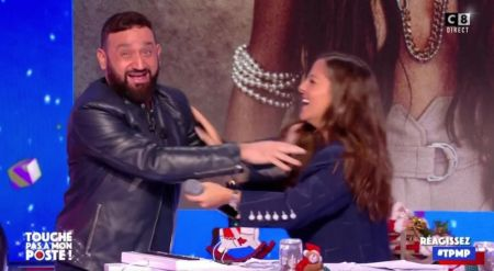 Malaise On The Set Of TPMP, Cyril Hanouna Avoids A Hug With Camille  Lellouche In Full Live - Archyde