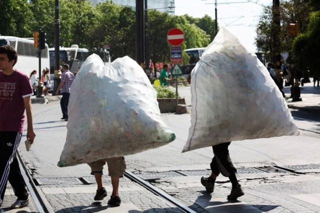 Un côté un peu triste d'Istanbul, des enfants, ramasseurs de canettes...