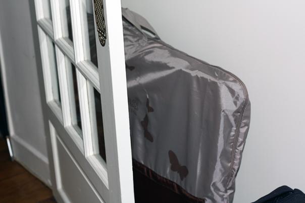 une fois rangé dans sa housse, le Magicbed loge derrière une porte et ne se fait pas remarquer, comme c'est le cas chez nous !