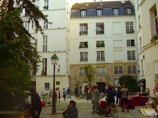 A women's monastery built in 630 was once located here. In 1360, King Charles V built an official residence, the Hôtel de Saint Pol, here. The site would serve the Parish of the Kings of France for nearly two centuries.