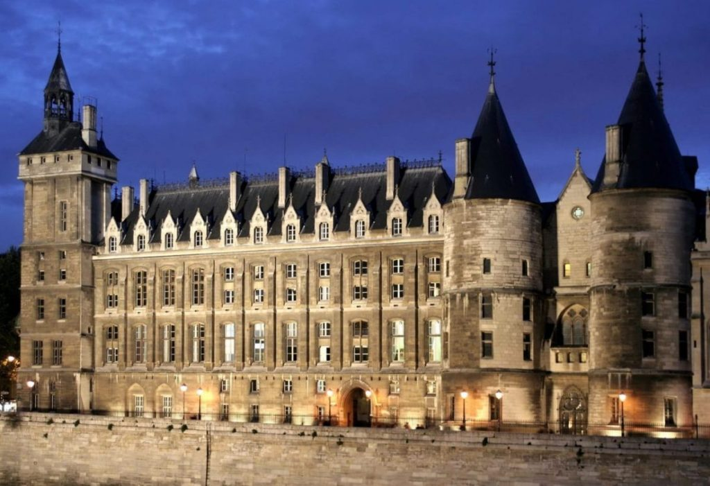 The Conciergerie: from Gothic royal palace to revolutionary prison. Image: Hugues Mitton /Wikimedia Commons