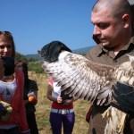 Ивайло Клисуров показва големината на крилете