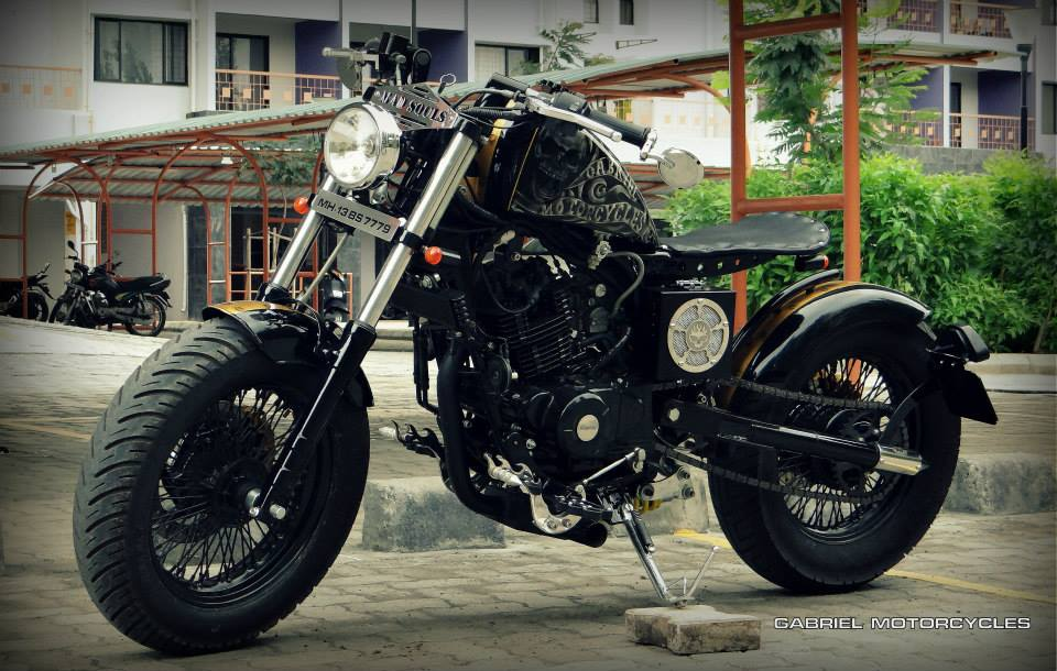 Pulsar 220 Modified Into A Beautiful Bobber Shifting Gears