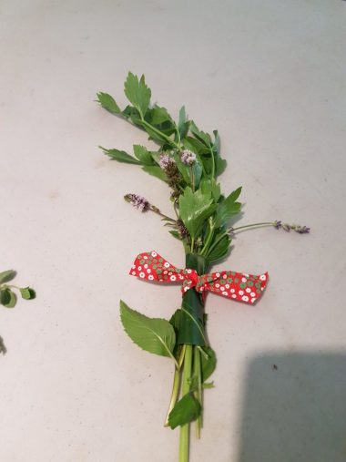 Anastasiia made herbal bouquets for us to take home.