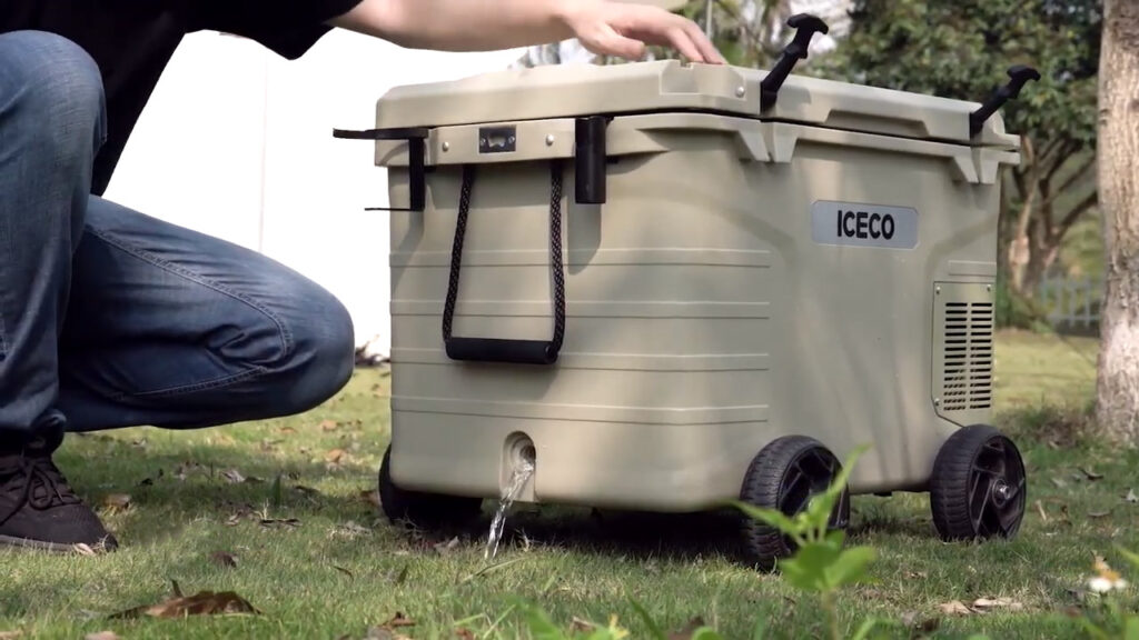 drain plug and wheels on a 3-in-1 cooler