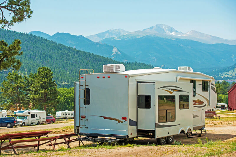 stabilizing an rv camper at a campground