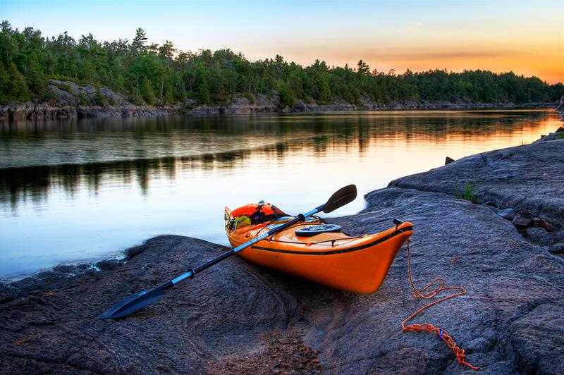 paddling a kayak vs paddling a canoe