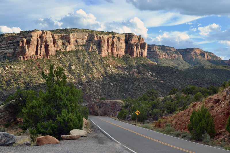 scenic drive through colorado national monument