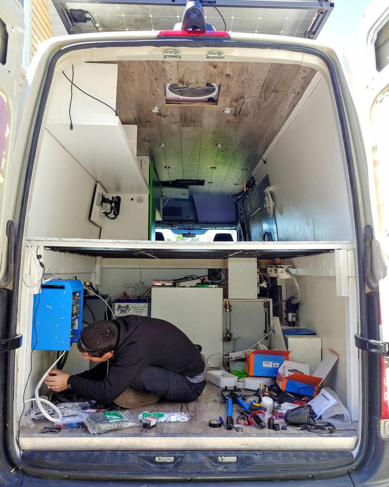 installing a diy camper van solar panel electric system
