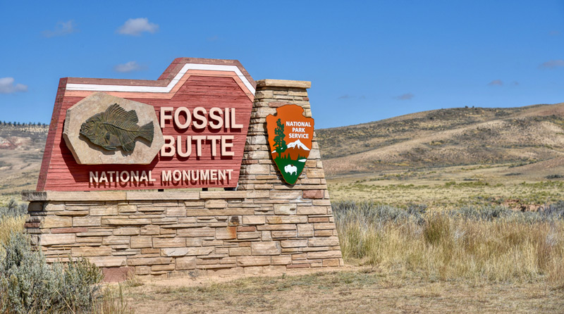 fossil butte national monument park entrance sign