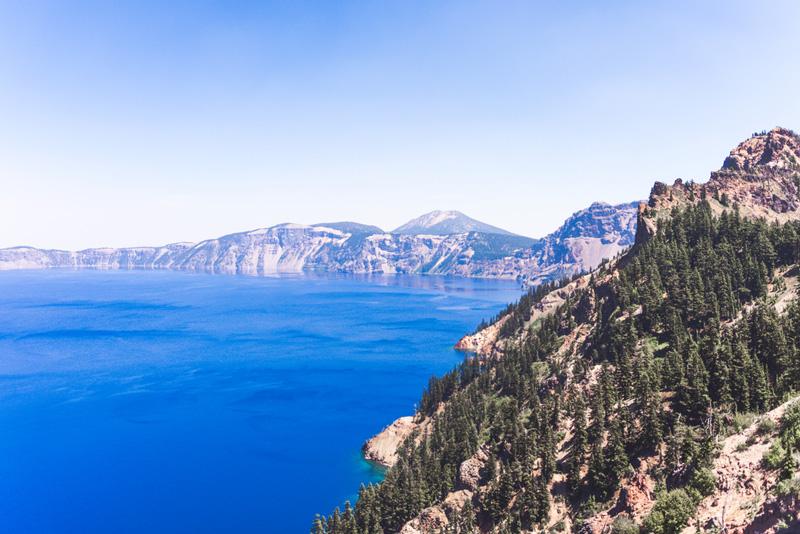 hiking trail at crater lake national park