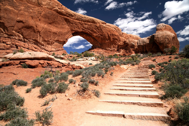 hiking trail in arches national park utah