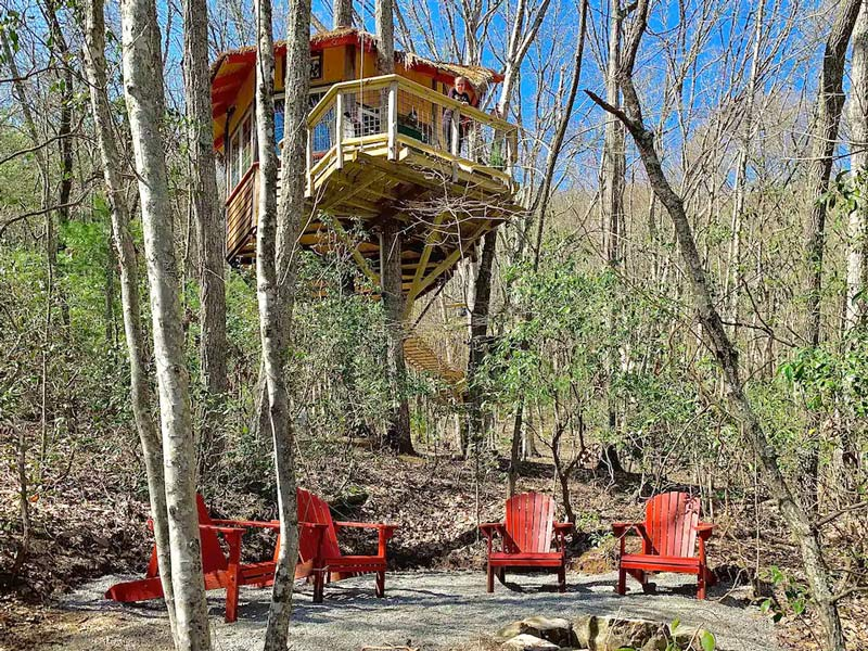 Luxury Camping Rental In A Tennessee Treehouse