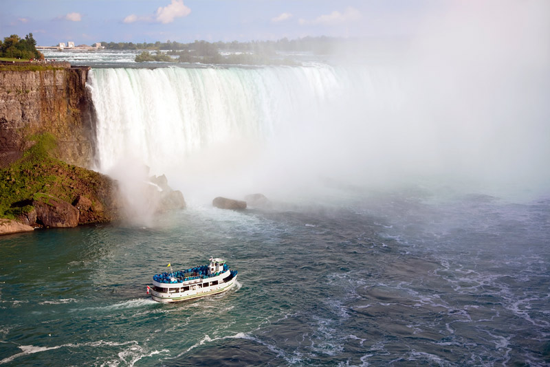 maid of the mist boat in niagara falls national park new york