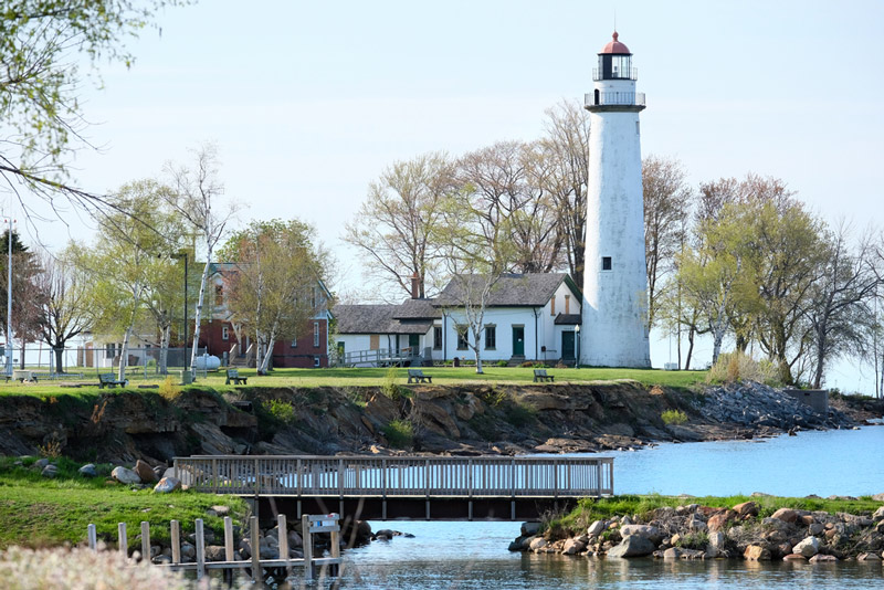 michigan park lighthouse next to the lake