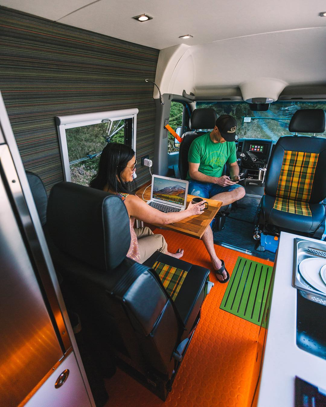 getting internet on the road and working as a digital nomad in a campervan conversion or RV