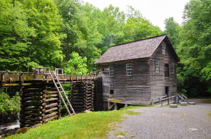 historic cabin in the great smoky mountains national park