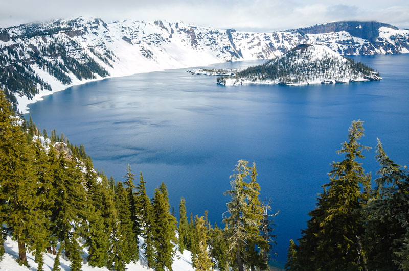 snow at crater lake national park in oregon