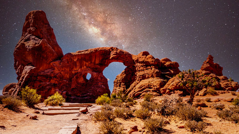 Turret Arch under the Milky Way at arches national park