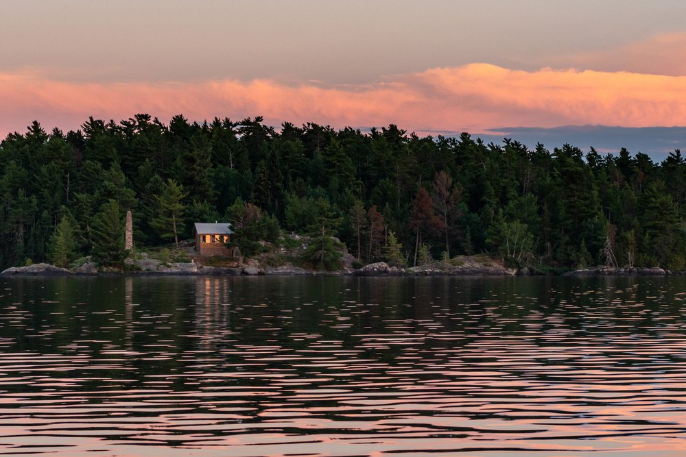 cabin on rainy lake at voyageurs national park in minnesota
