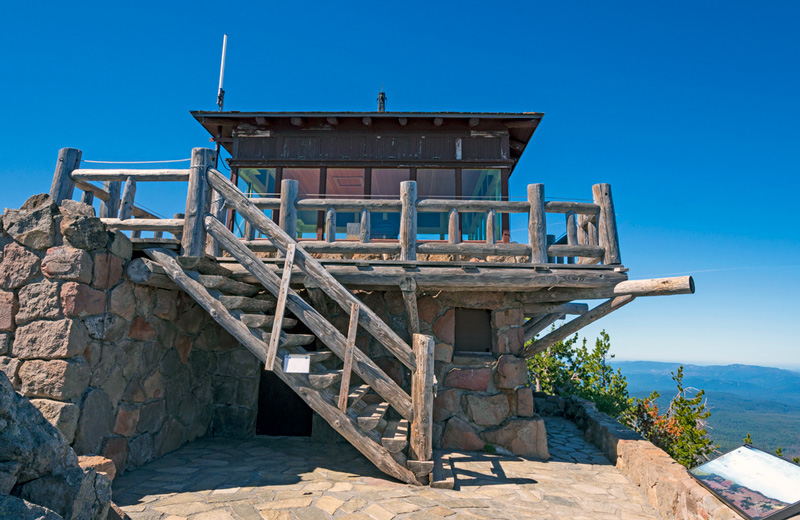 watchman fire tower lookout at crater lake