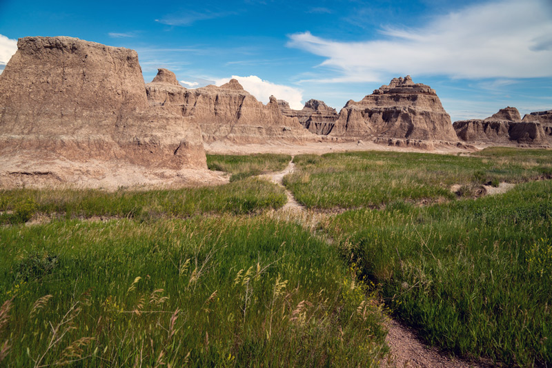 window and door trail hikes in badlands national park