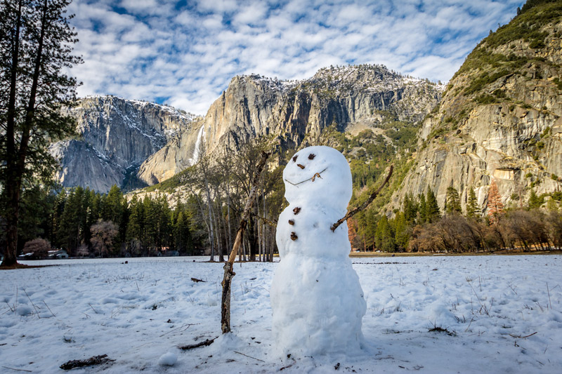 building a snowman in yosemite in winter