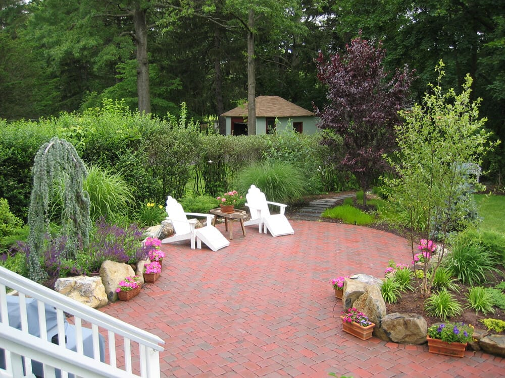 https parkerlandscapedesign com the best ways to use pavers for landscaping