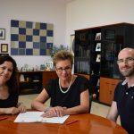 Firma de convenio de colaboración entre la Universidad Miguel Hernández y la Asoicación Parkinson Elche