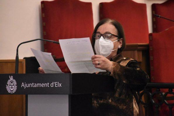 Lectura del manifiesto desde el Salón de Plenos del Ayuntamiento de Elche