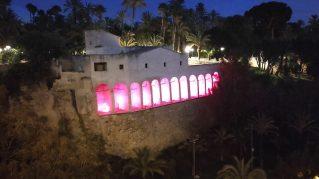 El Molí Real de Elche con iluminación en rojo por el día Mundial del párkinson