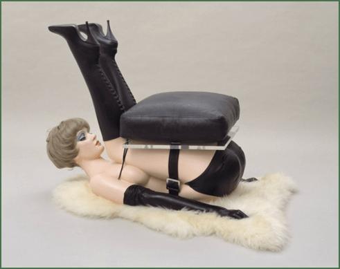 艾伦•琼斯,《椅子》( Chair), 1969年.77.5 x 57.1 x 99.1cm。泰特现代艺术馆,伦敦。