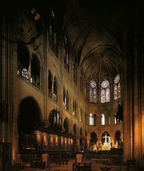NOTRE-DAME-DE-PARIS-3