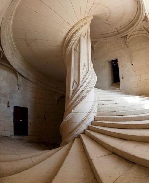 Leonardo-Da-Vinci-Chambord-staircase-1