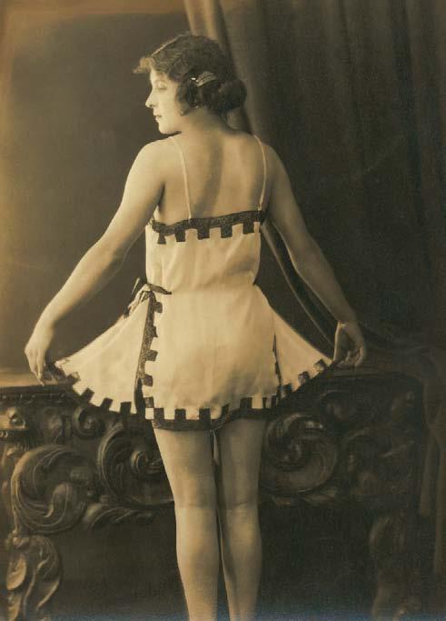Yva Richard, Combinaison. Tirage argentique, 18 x 13 cm, vers 1920. Collection privée, Paris., Les Dessous Féminins, Muriel Barbier et Shazia Boucher