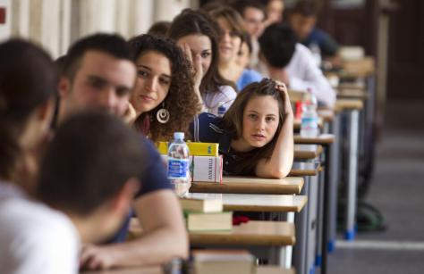 DL stipendi scuola: il governo che fa? Toglie i fondi agli studenti!