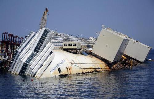 Costa Concordia, il M5S lancia l'allarme