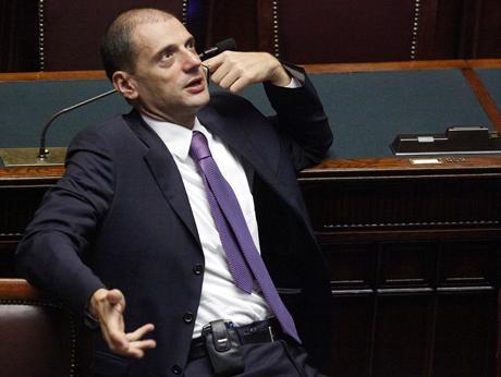 Giorgetti colto con le mani sulle slot ritira le dimissioni da deputato!