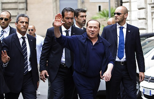 Al condannato Berlusconi la scorta la pagano ancora i cittadini!