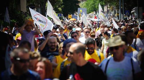 La politica addormentata si sveglia dopo la #marcia5stelle per il reddito di cittadinanza