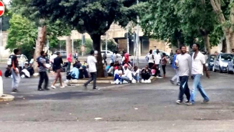 Immigrati: M5S, Roma nel caos. Se Marino non lascia rischio guerriglia urbana