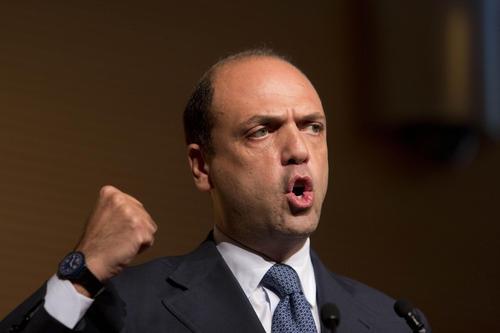 Alfano riferisca su irruzione armata a Pisa contro studenti