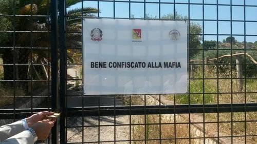 """Beni sequestrati alla mafia: da Cosa Nostra… a """"cosa loro"""""""
