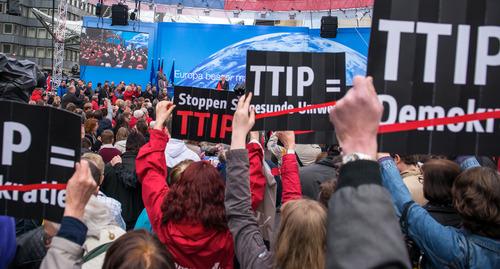 """Stabilità, M5S: """"Spunta articolo sospetto 'pro Ttip' con 1 mln euro ad arbitrati"""""""