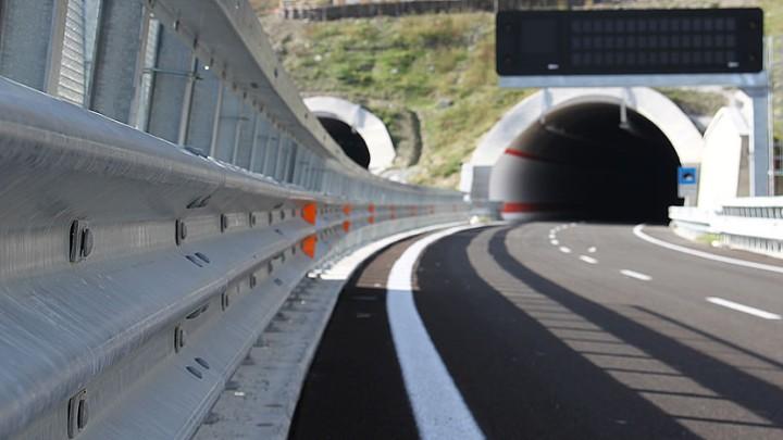 Autostrade: Strade più sicure con nuove linee guida Mit su barriere di sicurezza