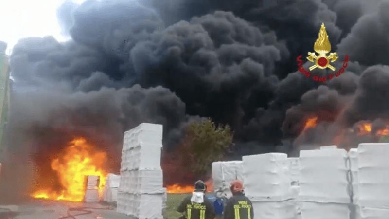 Incendio Avellino: Rogo fabbrica episodio gravissimo. Cittadini non siano lasciati soli, presto monitoraggi dell'aria