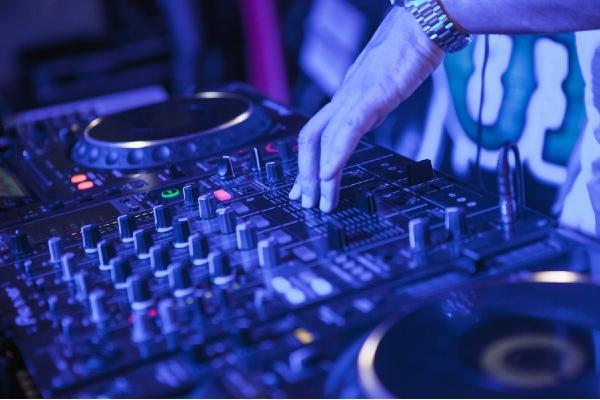 DJ tocando en Ibiza